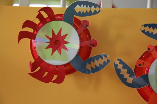 幼儿园精致的走廊装饰—自然材料+旧物利用