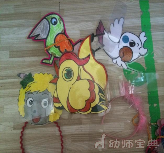 材料:小动物头饰, 胸饰 玩法:孩子根据不同的歌曲或者童话剧分好角色