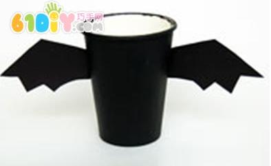 万圣节儿童手工–纸杯制作蝙蝠糖果篮 – 小凳子教育