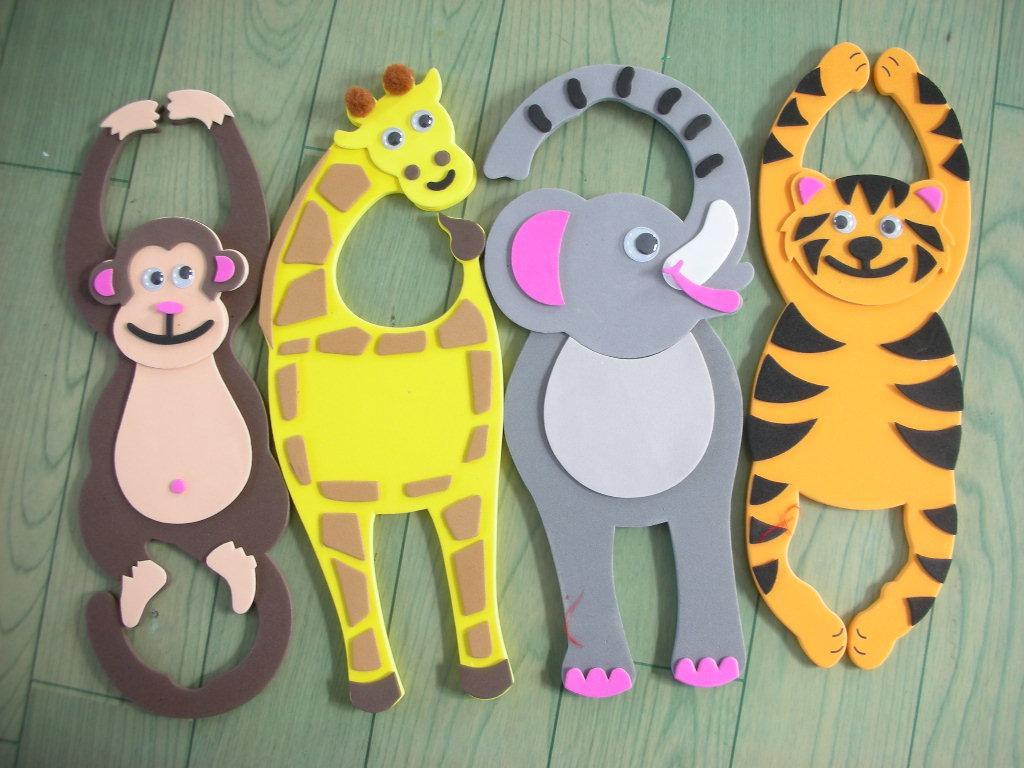 让可爱的小动物们在教室的门把手上安家吧!