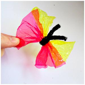 现在就拿起糖纸和毛根,折两下,扭两下,小老巢就离开啦!蜜蜂怎么会诞生蝴蝶图片