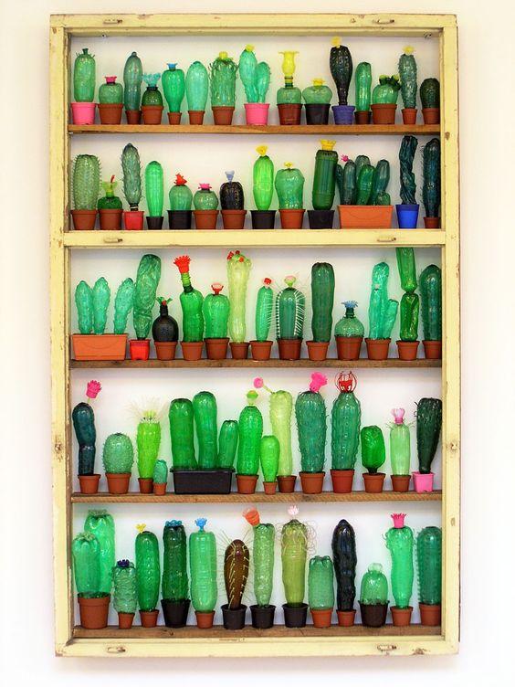 风铃花:塑料瓶头部,边缘剪成花边状;颜料上色;瓶盖钻洞,串上柳条