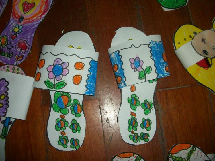 中班艺术教案 漂亮的拖鞋