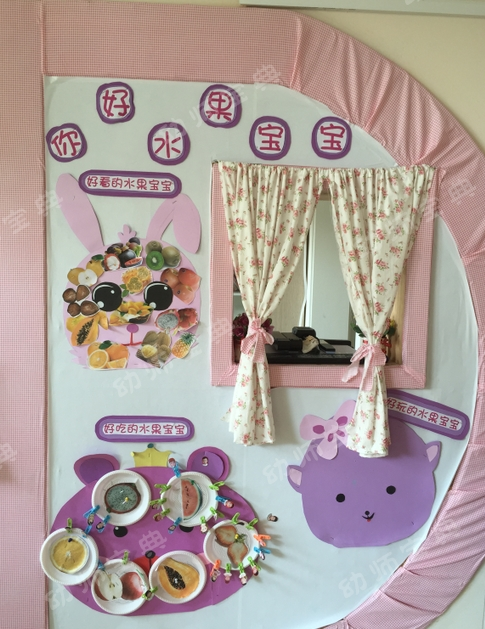 系上蝴蝶结;用孩子喜欢的动物形象小兔,小熊和小猪来作为主题活动进行