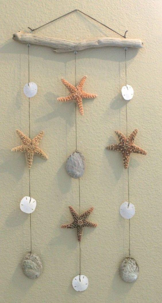 小螃蟹  贝壳上色,粘贴毛根作为腿部,找个小螺作为钳子就更神气啦~   小鱼  大贝壳加小贝壳,点缀眼睛,萌萌哒小鱼活灵活现呢。  贝壳小精灵  这应该是最简单的手工啦,透着萌萌的淘气感是怎么回事儿~    小帆船  在贝壳里粘一块纸粘土,插上小木棍和彩纸,你猜这个小帆船是会沉下水还是浮着呢?  孔雀开屏  贝壳上色,固定在纸粘土做的孔雀身体上,完美~  优雅的天鹅  白色贝壳加上长长的纸粘土脖子就是一只洁白的天鹅~  小雪人  小中大依次组合,雪人就是简单萌~  动物系列  百变的贝壳要