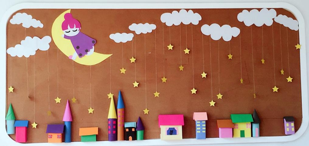 如可爱的小动物,卡通小火车或是布置一些照片墙,把幼儿的照片和家人的