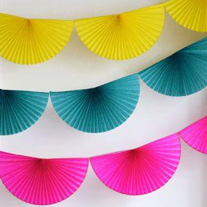 一张正方形的纸分成四等分就可以组成一个饱满的圆形了.
