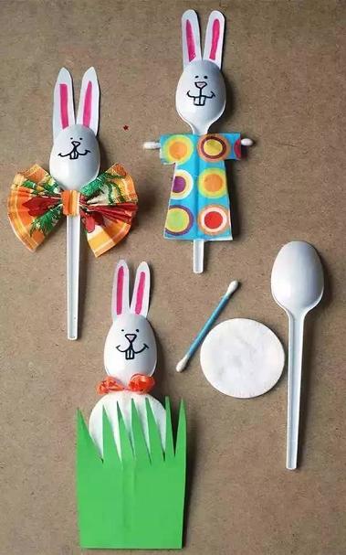 利用塑料勺子来创作喜欢的小动物,然后就可以组建成自家的小动物园咯!