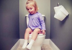 如何应对小班幼儿不愿在幼儿园大便的问题?