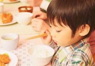 新老師小百科:如何引導托班孩子用餐