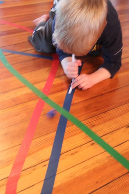 室内游戏 | 地上贴几条胶带,解决8个活动