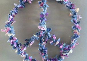 和平花环墙饰-愿世界充满爱与和平