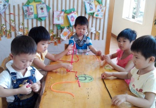 小班美术教案设计:好玩的绳子