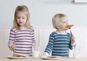 幼儿园吃不饱饭吗?为什么孩子回家还饿!
