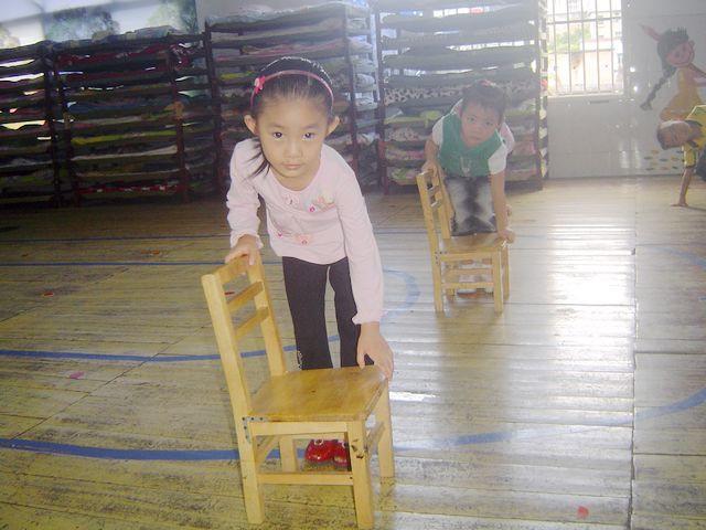 蒙台梭利 | 前导性工作:如何搬椅子
