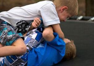 孩子的日常行为心理分析-打人,咬人