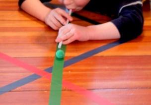 室内游戏   地上贴几条胶带,解决8个活动