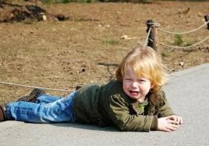 孩子在幼儿园磕着碰着了,家长怎么办?