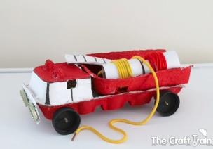 大班手工 | 嘀嘀~鸡蛋盒做的消防车来啦!超神气!