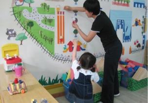 幼儿园主题墙环境在课程中的价值
