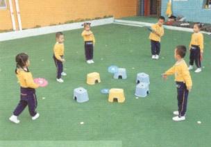 中班体育投掷游戏--小飞盘