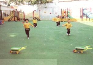 中班体育跑、跳游戏--小骑兵