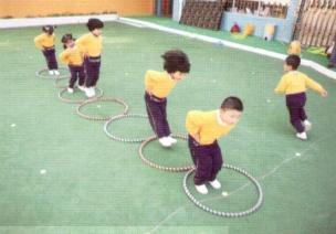 中班体育游戏--呼啦圈