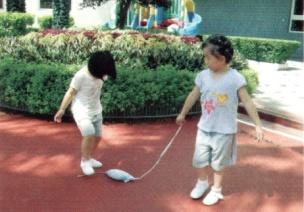 小班户外游戏--小老鼠满地跑