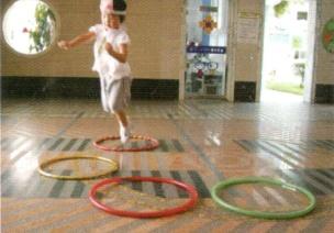 小班跳跃体育游戏--小兔跳圈