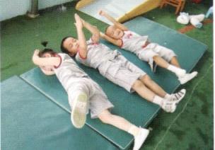 小班协调体育游戏--擀面杖
