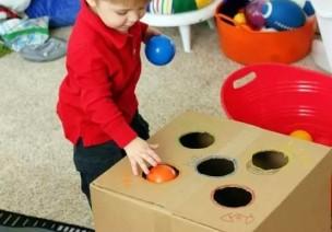 纸箱变成活动区投放材料