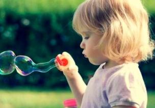小班艺术活动《吹泡泡》