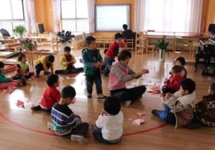 """對幼兒園""""混齡區域活動""""的思考"""