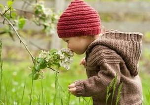 用心灌溉,�o待花�_―一��∞孩子的�形�