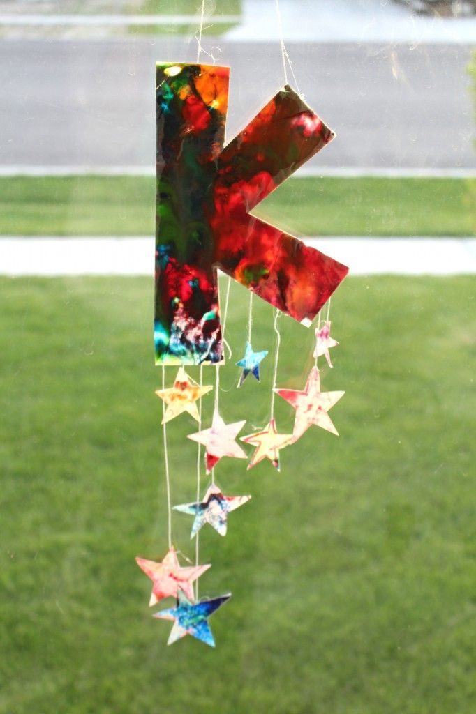 melted-crayons-craft-a-girl-and-a-glue-gun-682x1024
