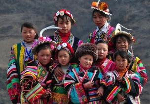 中班社会活动教案:漂亮的民族服装