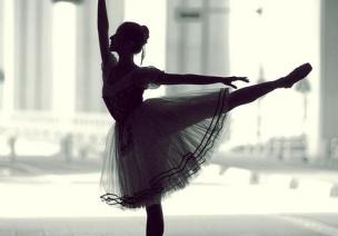 优雅的芭蕾舞演员吊饰——适用舞蹈室