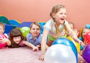 """区角游戏观察:身为""""孩子王"""",看懂孩子的游戏,幼师更能得解放"""