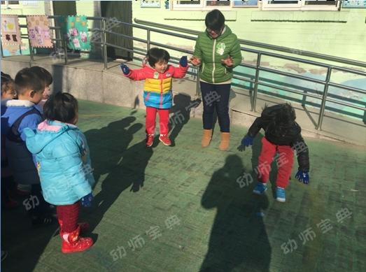 最后的小脚_小班体育活动说课稿《快乐的小青蛙》-幼师宝典官网