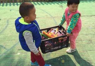 同齡跨班戶外自選游戲模式提升幼兒交往能力