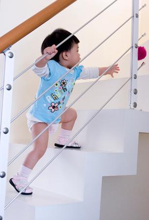 适合12-14个月的幼儿的游戏活动