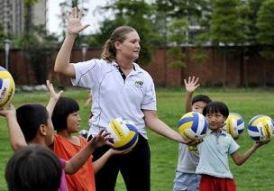 户外游戏体育教案4篇 | 平衡走、投掷、球类游戏