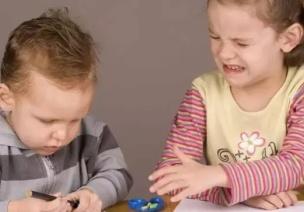 情绪|孩子被欺负只会哭?你得教他这些方法!