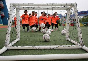 父亲节活动方案 | 和爸爸来踢场足球赛吧!