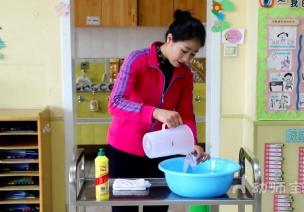 保育工作|清潔整理——餐后環境的清潔整理與戶外前的準備