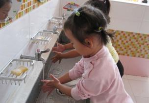 小班观察记录:不爱洗手的宝宝如何养成讲卫生的好习惯?
