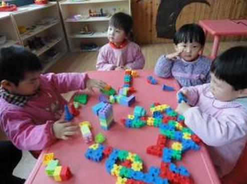 小班幼儿观察记录 | 区域活动时,孩子频繁换区怎么办?