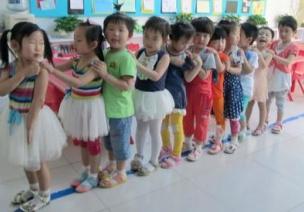 幼儿常规巧培养(八) | 上下楼梯、排队常见问题及解决