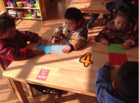 创造性课程   中班数学教案及反思——认识长方形