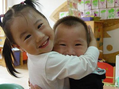 最适合小班初入园的亲子活动教案:三、我爱你们